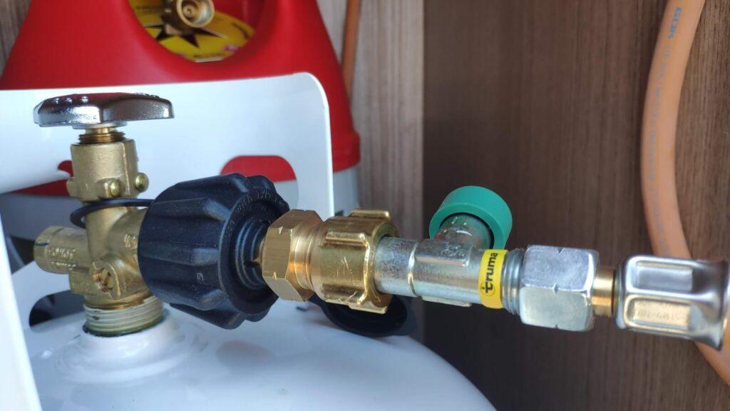 Gasadapter mit Anlage verbunden
