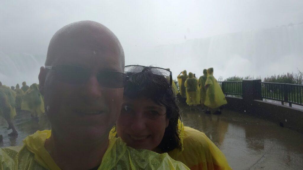 Selfie unter dem Wasserfall