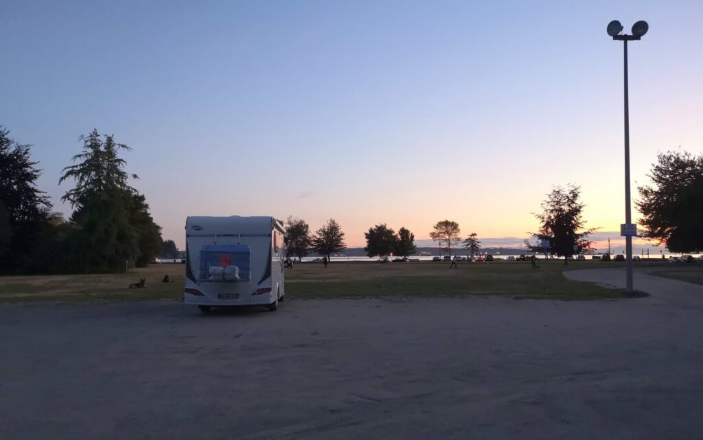 Wohnmobil im Park