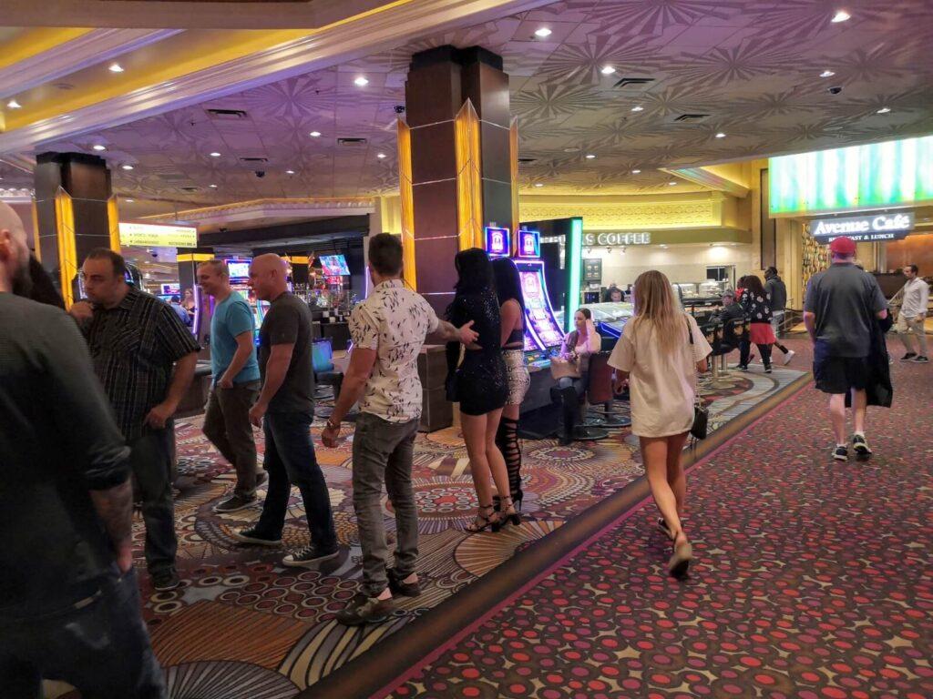 Menschen im Casino 1