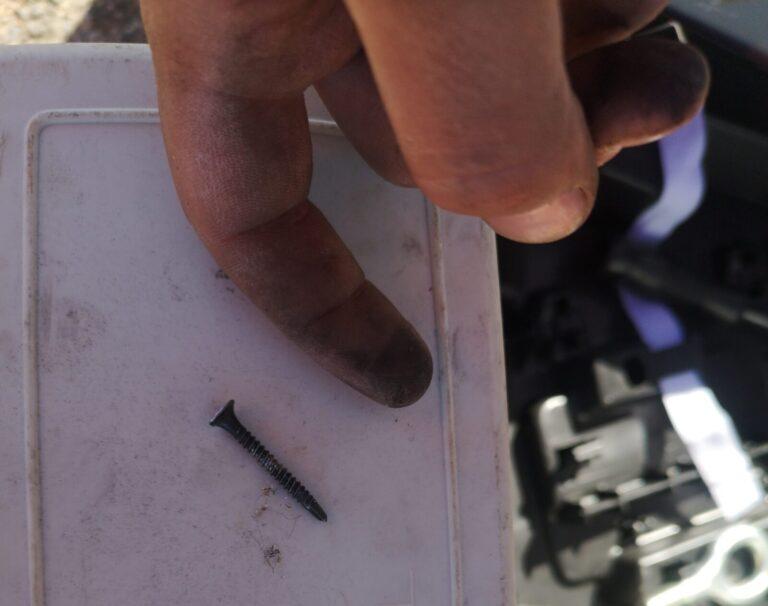 Schraube aus dem Reifen