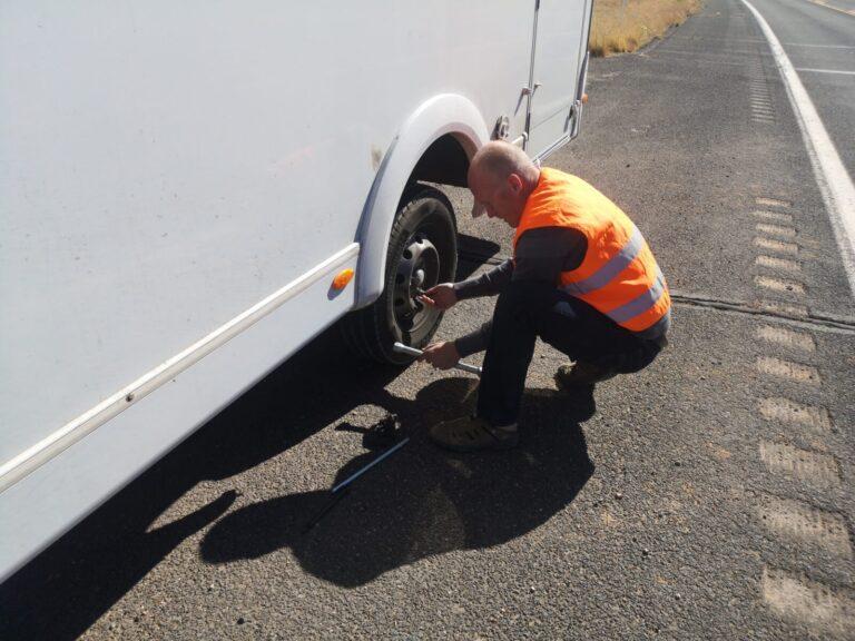 Reifen wird demontiert