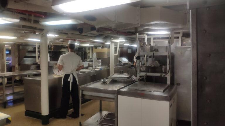 Flugzeugträger Küche