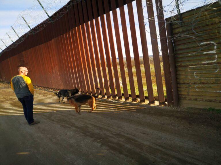Maik an der Grenze