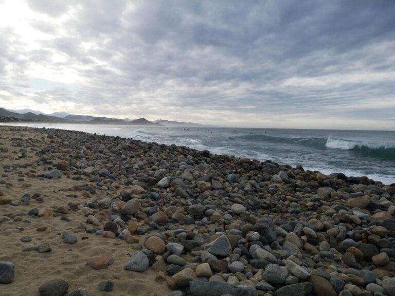 viele Surfer im Wasser