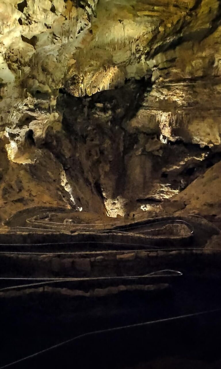Abstieg Cavern