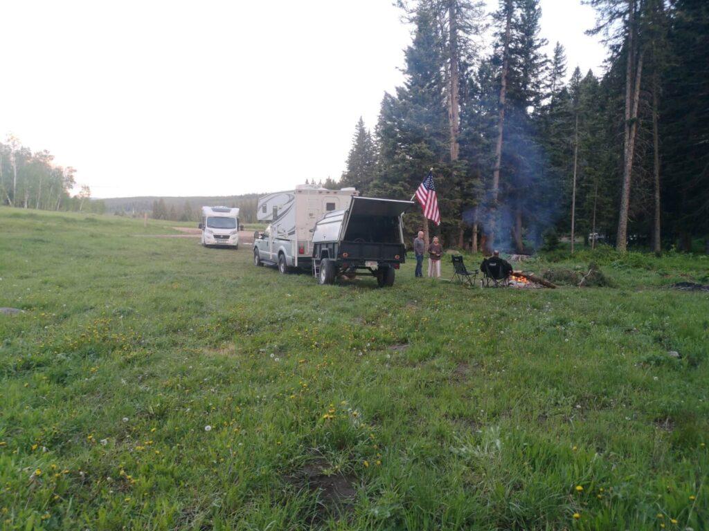 Schlafplatz Wald Lagerfeuer Yellowstone