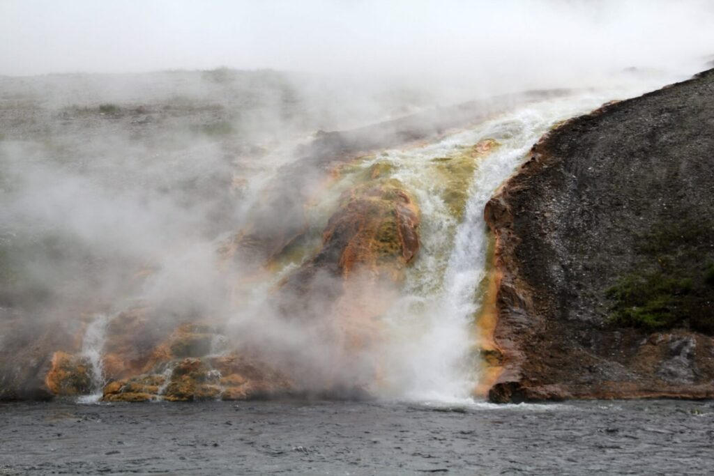 Yellowstone bunter Wasserfall