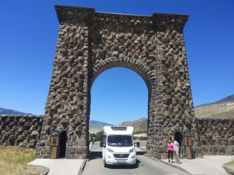 Yellowstone Roosevelt Arch