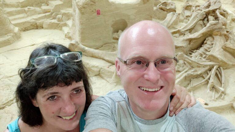 Ausgrabung Mammoth Site Iris und Maik